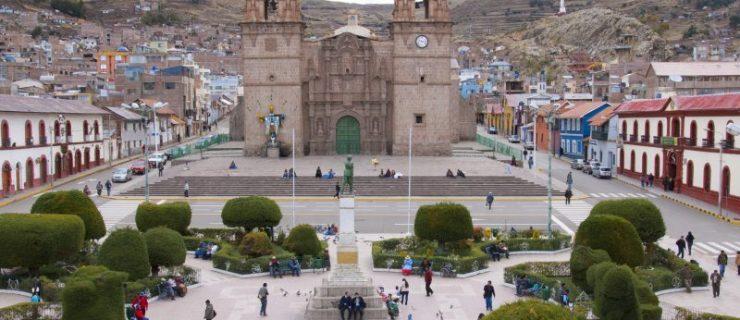 plaza-y-catedral-de-puno-800x600